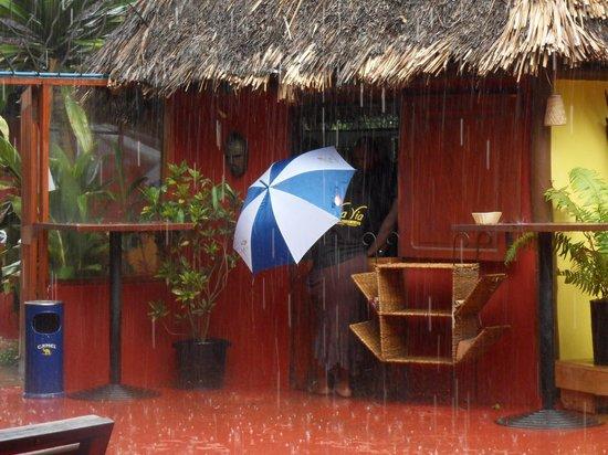 Via Via Cafe - Arusha: Via via bei Regen