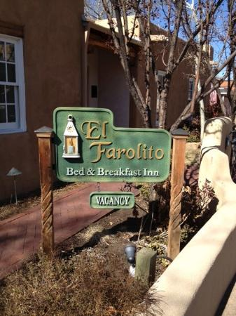 El Farolito B&B Inn: In front of El Farolito