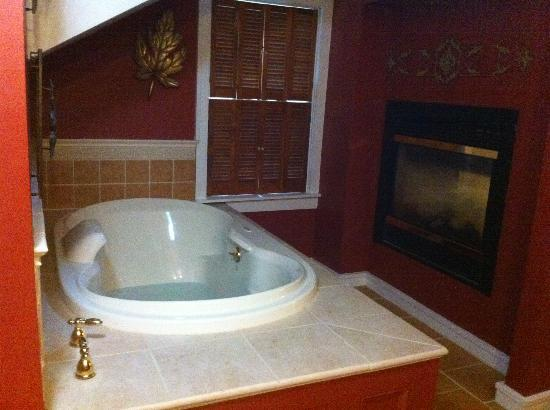 Arlington Inn: Gabaliel's Gable Bathroom