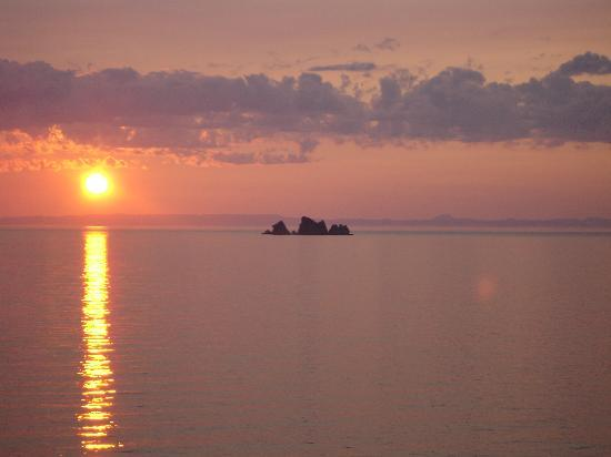 Ocean Delight Cottages: our sunsets are show-stoppers