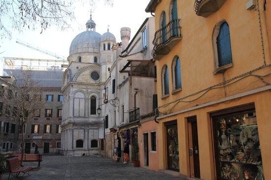 サンタ マリア デイ ミラーコリ教会