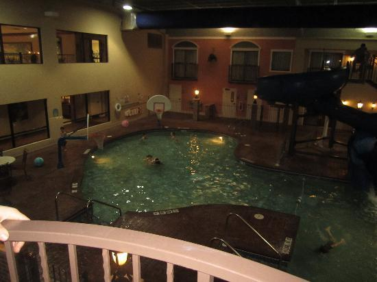 Holiday Inn & Suites: Pool