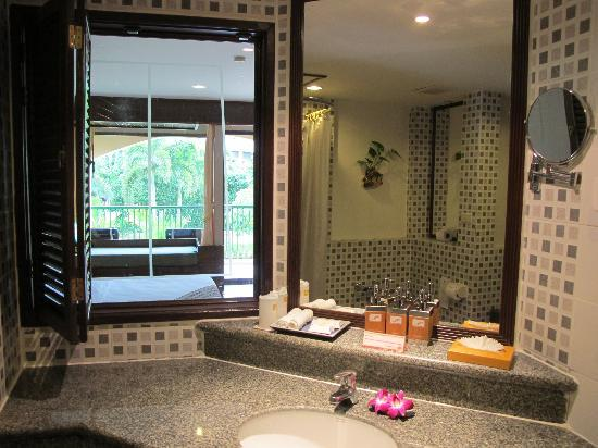 Karon Sea Sands Resort & Spa: Bathroom