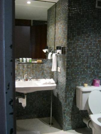 Bathroom Kings room 711 - bathroom - picture of kings perth hotel, perth