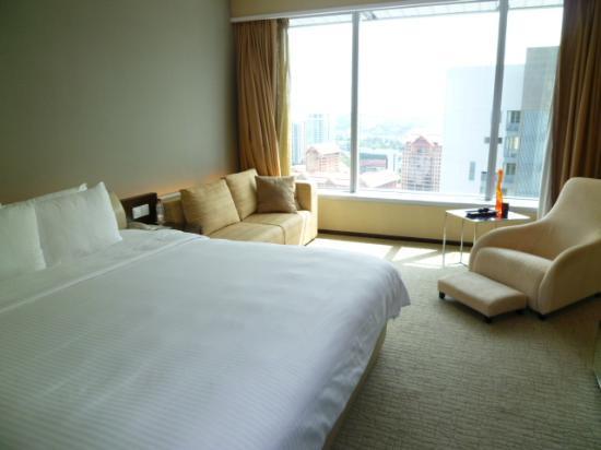 Traders Hotel, Kuala Lumpur: あまり凝っていない部屋