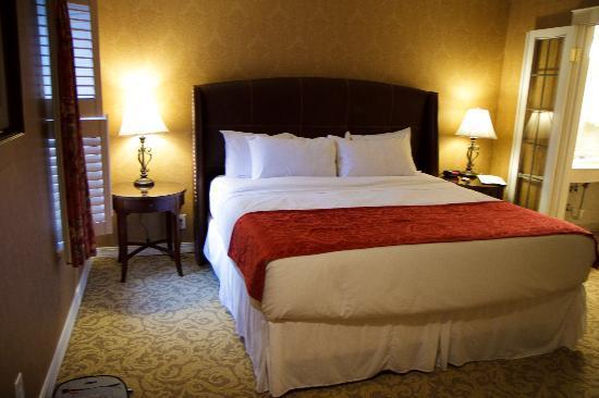 Seven Gables Inn: Very comfy bedroom