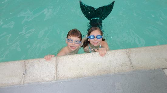 Princess Royale Resort: Mermaid and Merman in pool!