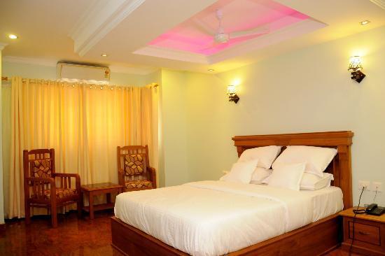 Sea Breeze Beach Inn: A/C Deluxe Rooms