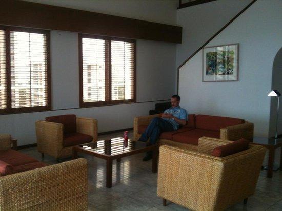 DoubleTree by Hilton Hotel Esplanade Darwin: lounge room