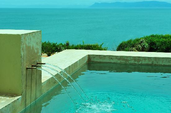Whalesong Lodge: Pool