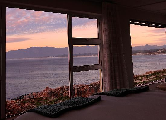 Whalesong Lodge: Sunset time in Suite