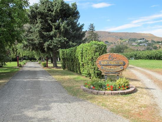 Warm Springs Inn & Winery: Warm Springs entrance on Love Lane