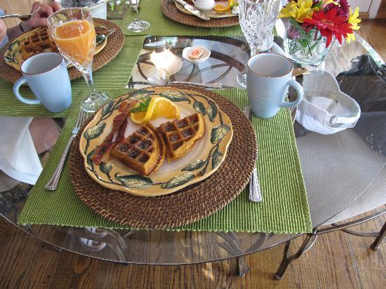 Warm Springs Inn & Winery: Our breakfast