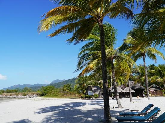 Langkawi Lagoon Beach Resort: The beach