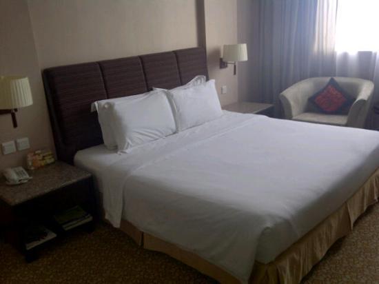 Hotel Grand Paragon: Bedroom
