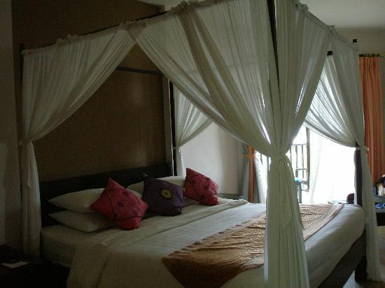 Horizon Karon Beach Resort & Spa: Really Beautifull Beds.