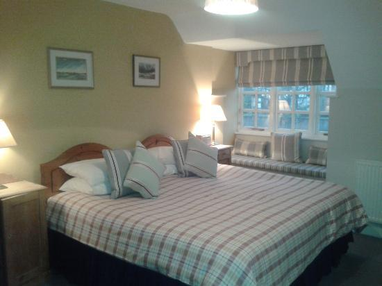 The Dolphin Inn: Lovely decorated large room