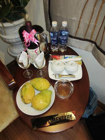 Hanoi Charming 2 Hotel: Complementary fruit & water every day