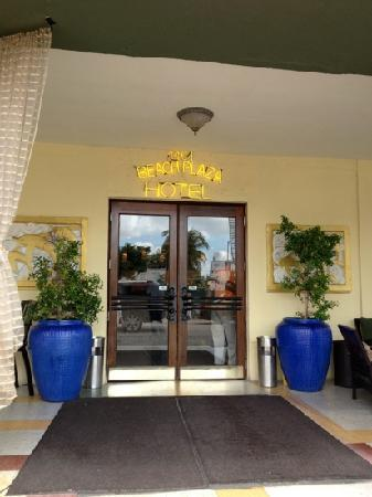 South Beach Plaza Villas: ingresso visto dal patio