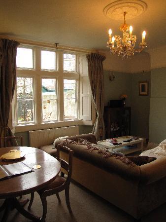 Number 17 Bath: Living room