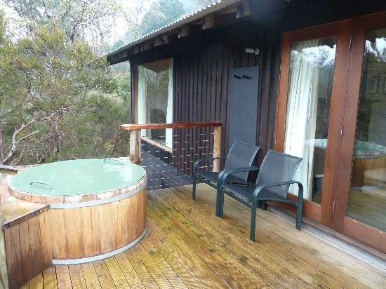 jacuzzi on the balcony king billy suite picture of peppers cradle mountain lodge cradle. Black Bedroom Furniture Sets. Home Design Ideas