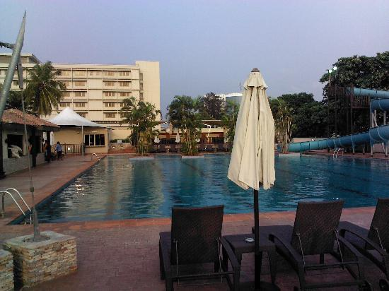 The Federal Palace Hotel: pool facing the hotel
