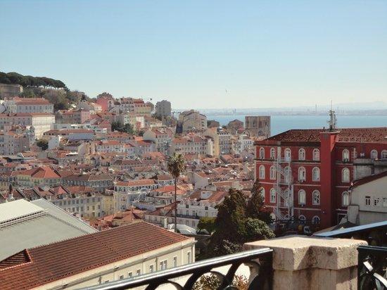 Miradouro São Pedro de Alcântara : dal miradouro si vede Lisbona