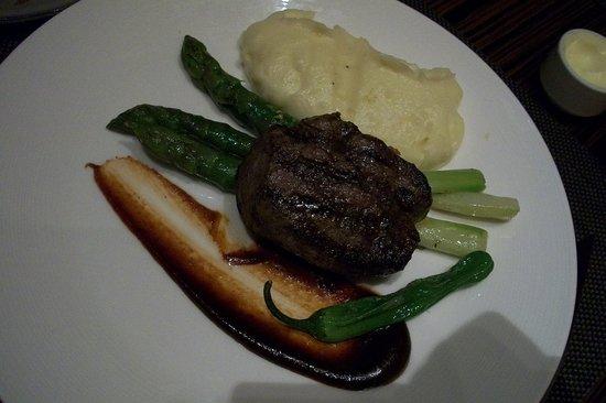 J&G Steakhouse: filet mignon