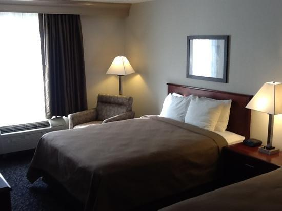 Holiday Inn Express & Suites Philadelphia - Mt. Laurel: Beautiful renovation!  Our new hotel home.