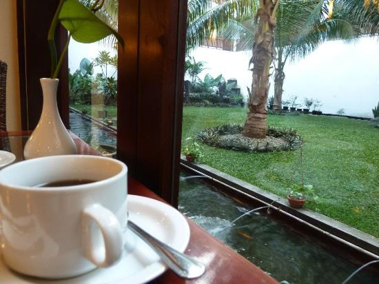 Oasis Atjeh Hotel: The cafe