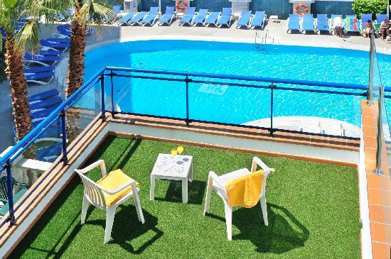 Hotel GHT Costa Brava : Terrace
