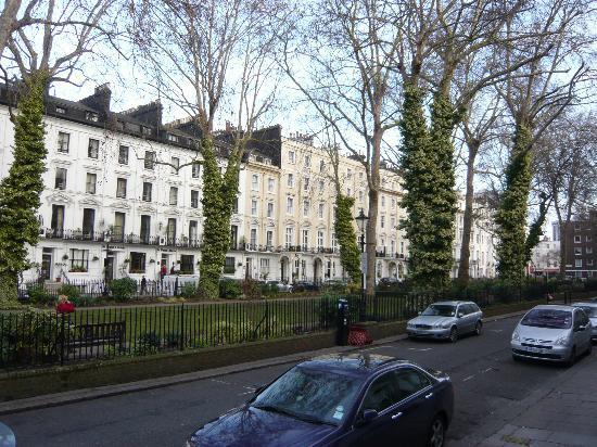 Cardiff Hotel: Le parc devant l'hôtel