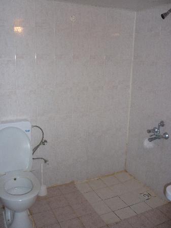 Club Jasmine Resort: worst bathroom ive ever seen
