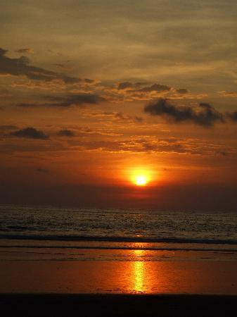 Beach Break Resort : Coucher de soleil magnifique à chaque soir