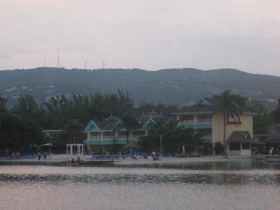 Sandals Royal Caribbean Resort and Private Island: From the private island looking back at the resort.