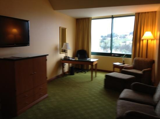 Tegucigalpa Marriott Hotel: superior room had more space and a couch but otherwise the same as a regular room