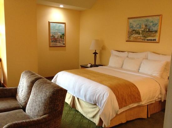 Tegucigalpa Marriott Hotel: bed in superior room