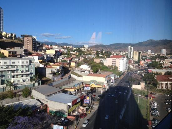 Tegucigalpa Marriott Hotel: looking to the east towards the Multiplaza