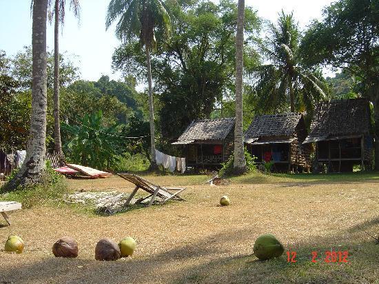 Kep, Cambodia: Bungalows low cost, noix de coco et bons restos
