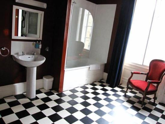 The Inn on the Mile: the other half of the bathroom