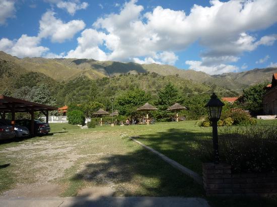 Hotel y Duplex Rincon del Valle: otra vista desde el parque