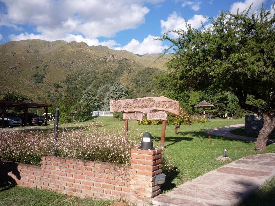 Hotel y Dúplex Rincón del Valle: entrada desde el parque