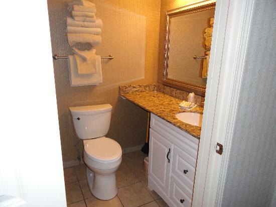 Pinestead Reef Resort: Updated bathroom