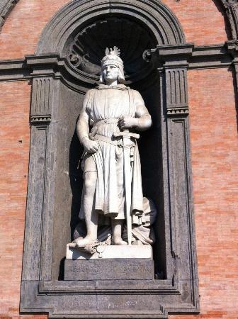 Palazzo Reale di Napoli : Federico II