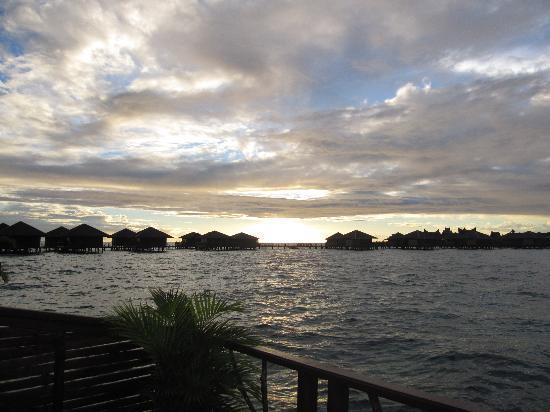 Sipadan Water Village Resort : Amazing sunset view from room