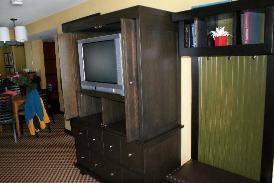 Bear Creek Mountain Resort: small, old TV, but to the right is the convenient area where we hung our ski clothes