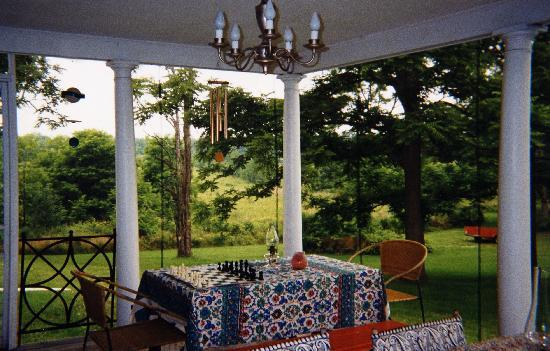 John Morris Manor Bed & Breakfast: Side Porch