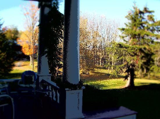 John Morris Manor Bed & Breakfast: Front Porch view