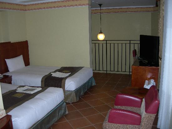 Hotel Monterey Kobe: メゾネットツイン2階