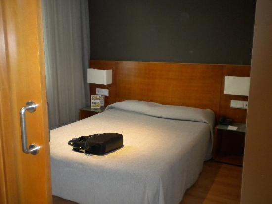 Habitacion con cama matrimonial